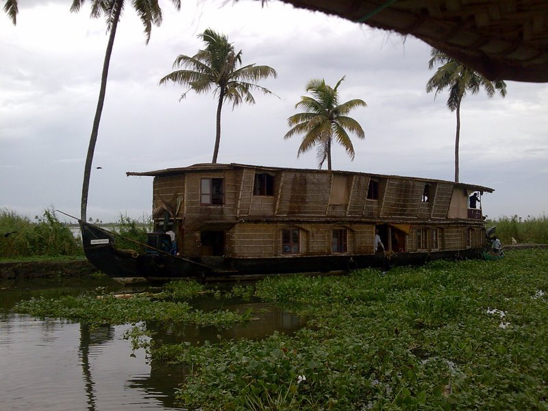 House boat Journey in Charming Allappuzha (Venice of the East) Back Waters, Kerala, India